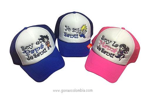 gorras azules y fucsia frente blanco para familia de goku