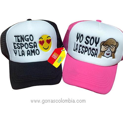 gorras negra y fucsia frente blanco para pareja tengo esposa emojic