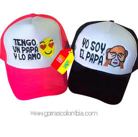 gorras negra y fucsia frente blanco para familia papá e hija emojic