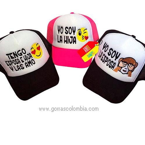 gorras negras y fucsia frente blanco para familia emojic
