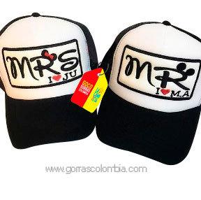 gorras negras frente blanco para pareja mr y mrs iniciales