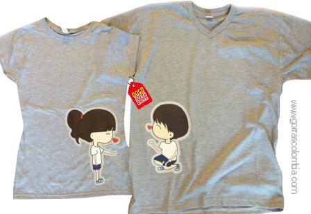 camisetas grises para pareja de novios beso