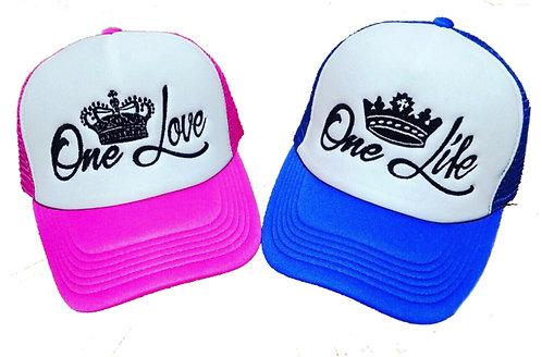 gorras azul y fucsia frente blanco para pareja love y life