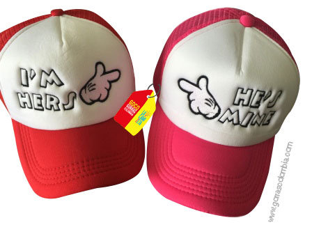 gorras roja y fucsia frente blanco para pareja hers y mine