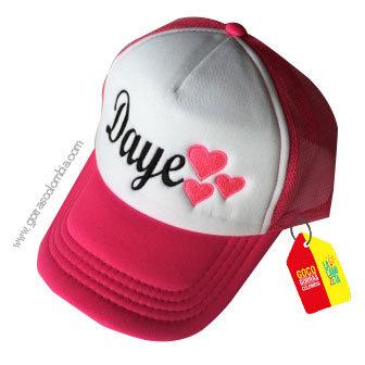 gorra fucsia frente blanco para niña corazones