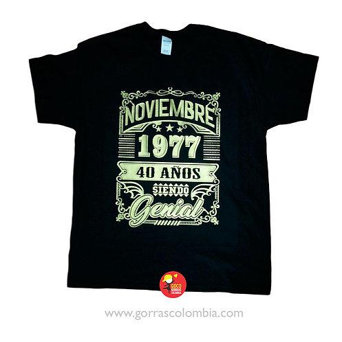 camiseta negra personalizada siendo genial