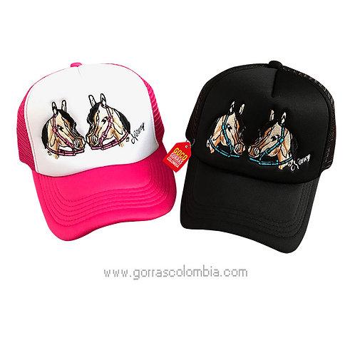gorras negra y fucsia frente blanco para pareja de caballos