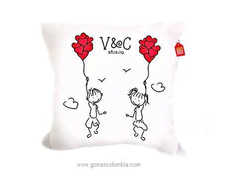 cojin blanco personalizado pareja con globos