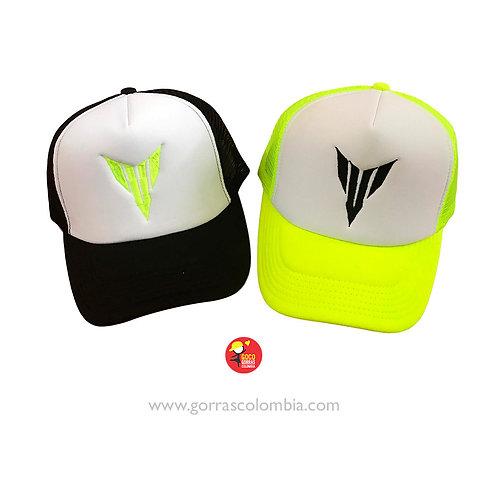gorras verde y negra frente blanco para pareja tracer yamaha