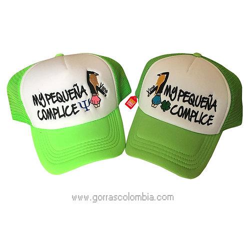 gorras verde neon frente blanco para amigas complice