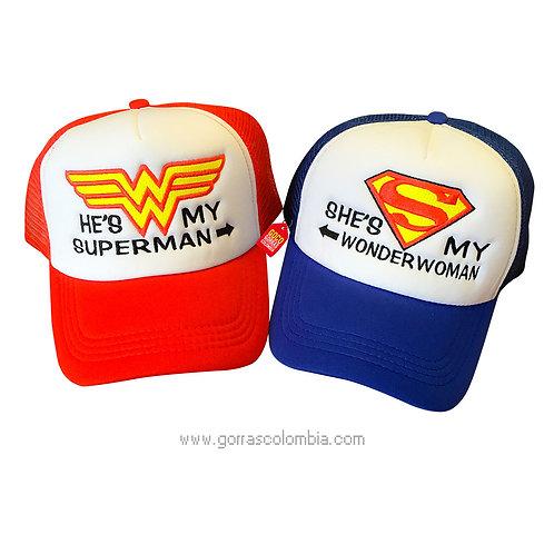 gorras roja y azul frente blanco para pareja superman y wonder woman