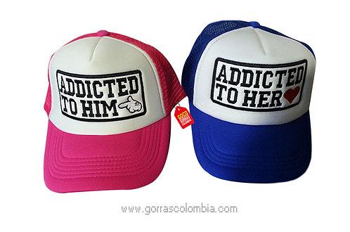 gorras azul y fucsia frente blanco para pareja addicted