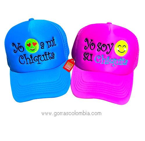 gorras azul y fucsia unicolor para pareja chiquita emoji