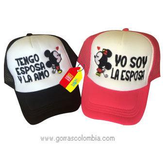 gorras negra y fucsia frente blanco para pareja tengo esposa mickey
