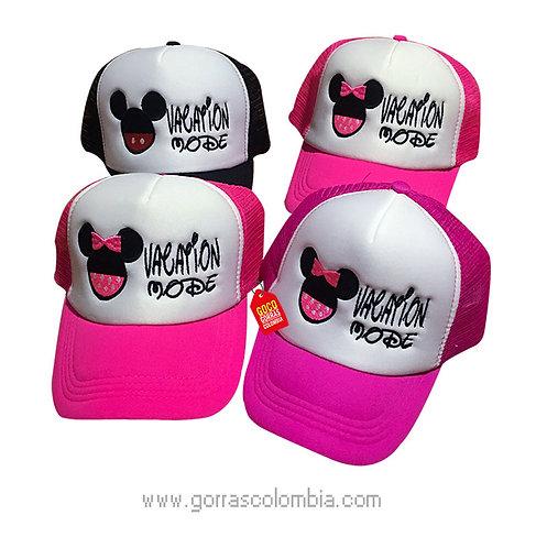 gorras negra y fucsia frente blanco para fiesta vacation mode