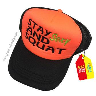 gorra negra frente naranja personalizada stay sexy and squat