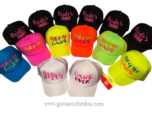 gorras varias unicolor para fiesta boda game over