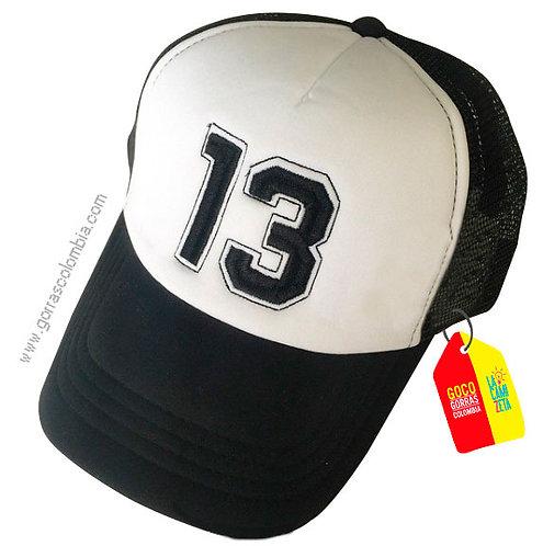 gorra negra frente blanco personalizada numero