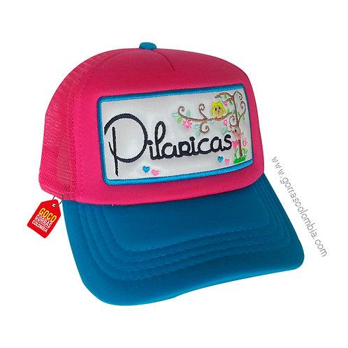 gorra azul y roja frente fucsia personalizada empresarial