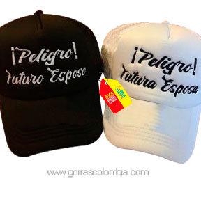 gorras negra y blanca unicolor para pareja peligro