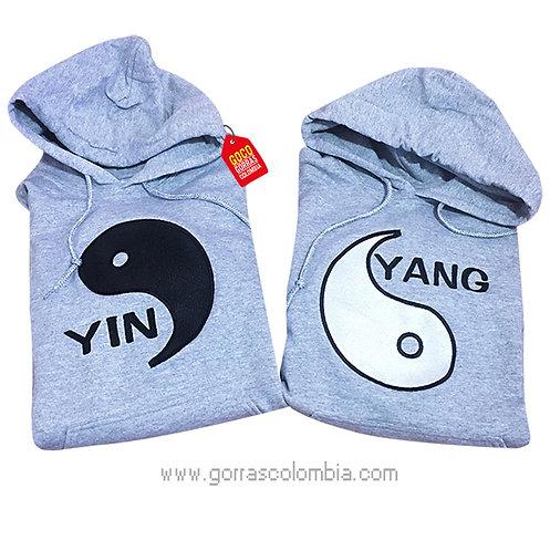 busos grises con capota para pareja yin-yang