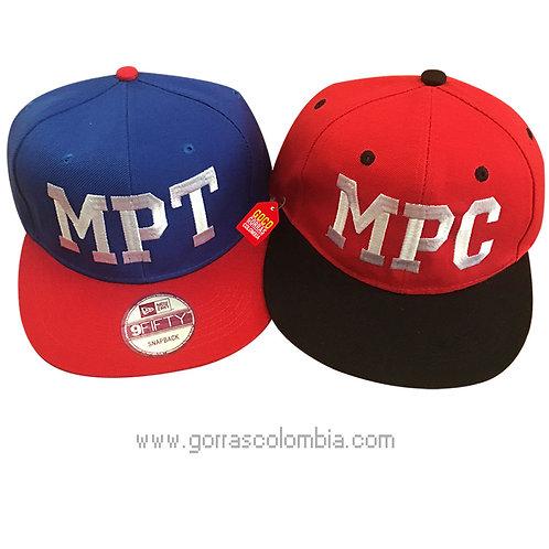 gorras azul y roja unicolor para pareja iniciales