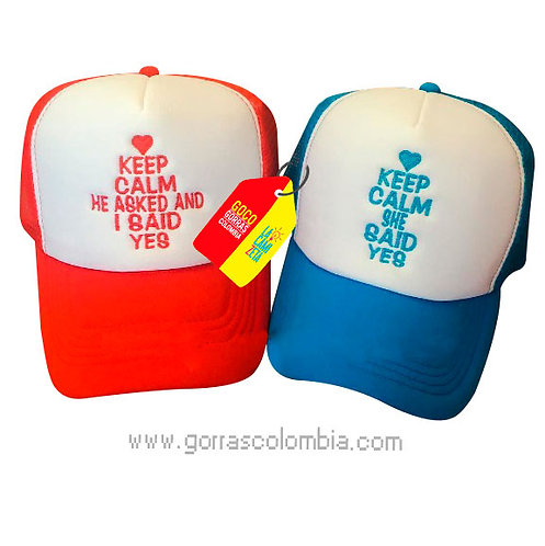 gorras azul y roja frente blanco para pareja keep calm