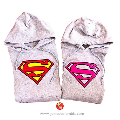 busos grises con capota para pareja superman y superwoman