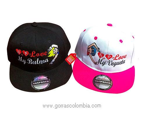 gorras planas para pareja de vegueta y bulma con iniciales