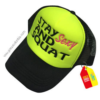 gorra negra frente verde personalizada stay sexy and squat