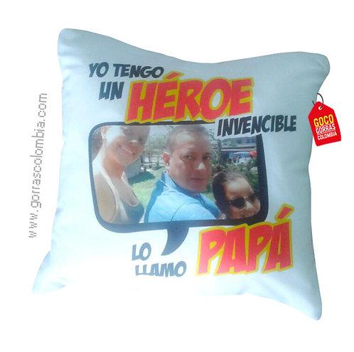 cojin blanco personalizado heroe invencible