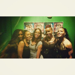 Tonight was such an amazing evening with _jessicameshaun ! Meeting the two original members _Cindy_E