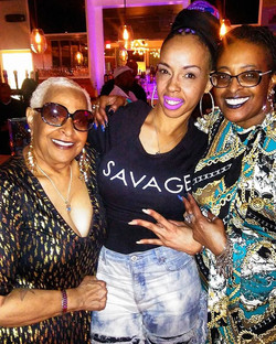 The moment #marvingaye  niece and sister wanna take a picture with you! #classic ⭐ oh.
