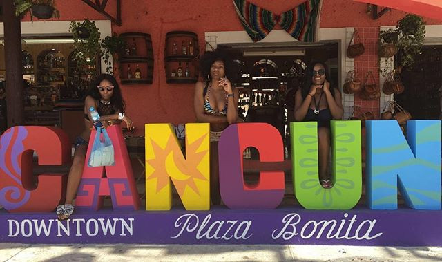 france makabu with friends on cancun sign