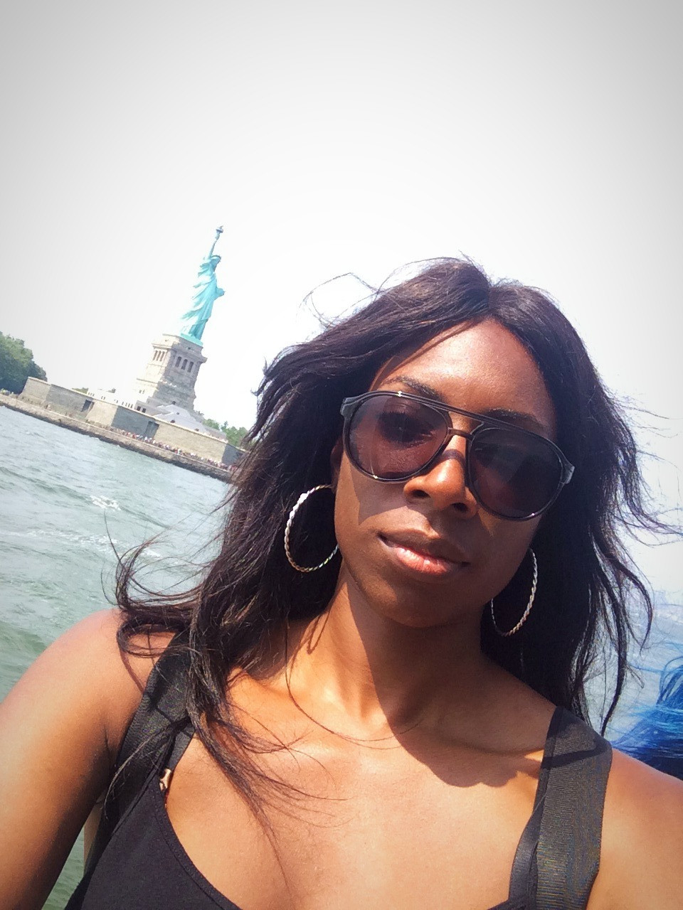 France Makabu with Statue of Liberty