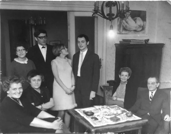Mamám, Lonci néni, Kati hugom, bátyám, Bakos Ildikó, szm, Márta nagynéném és apám a Pozsonyi úti lakásunkban