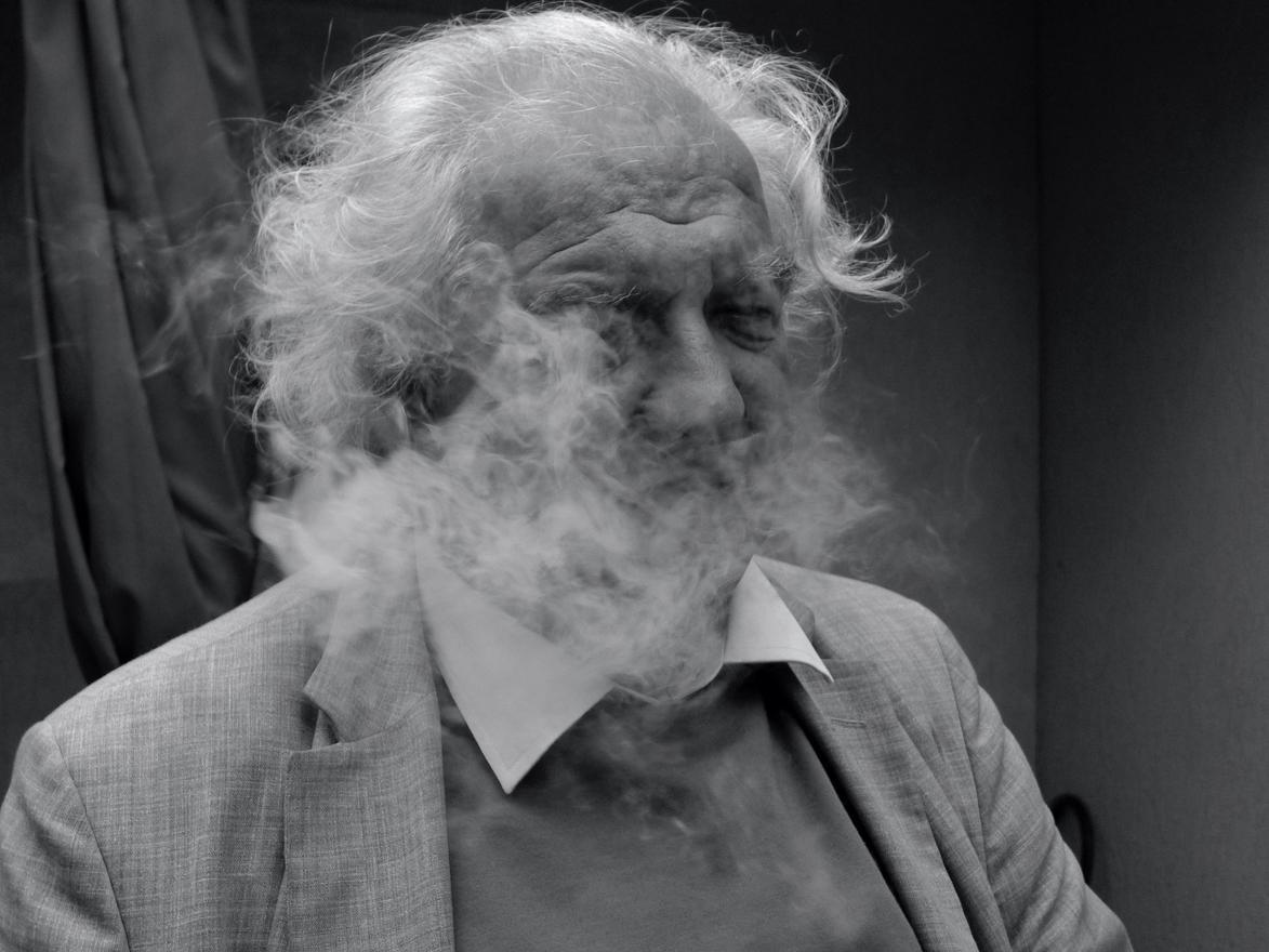 Radnóti Sándor szivarfüstben