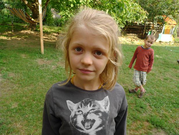 Lujzi és Jani unokáim, Szóládon, 2010