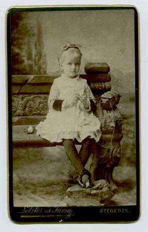 Anyai nagyanyám, Lechner Paula 4 éves, 1882