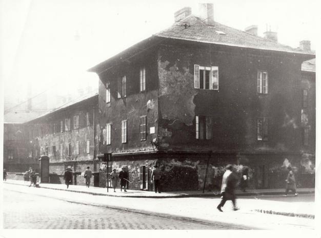 A Bagolyvár a Sziget utca sarkán