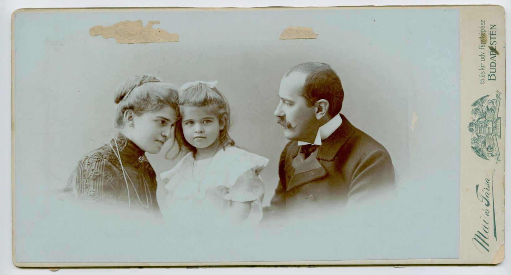 Anyai nagyszüleim Ilma nagynénémmel
