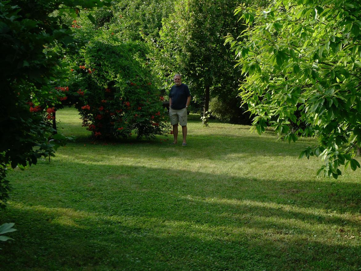 A bátyám és kertjük Tahiban
