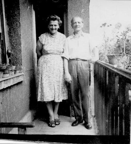 Apám, mamám a Pozsonyi úti erkélyen, kb. 1962