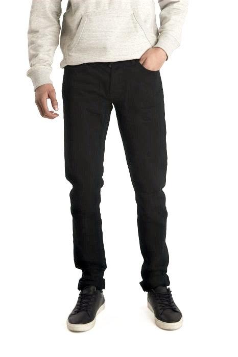 Jeans Noir  Composition: 98% coton, 2% élasthanne