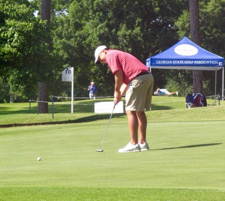 Chase Jones putting on the 9th green in Saturday's second round of the 2017 GSGA Mid-Amateur Championship