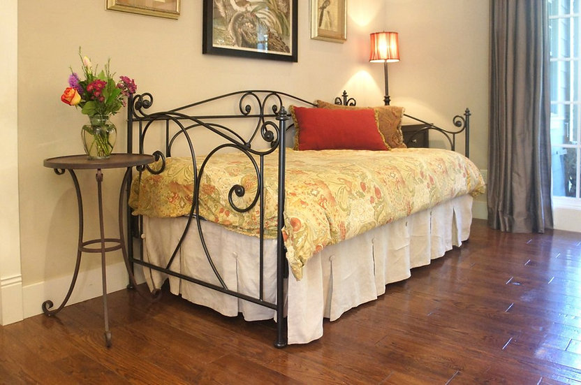 XL Lombard Iron Daybed with Rails, Trundle Height - Dark Brass