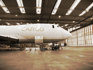 What's the difference between gross weight and chargeable weight when using airfreight?
