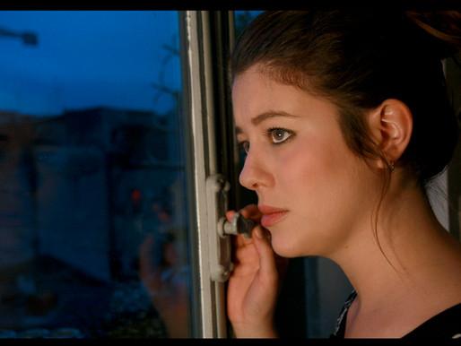 """Chiara Griziotti. Il montaggio di """"Drive Me Home"""": fotogrammi alla parete e libertà creativa."""