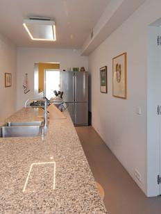 Keuken naar woonkamer en naar werkkamer 2