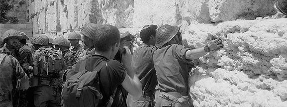 soldiers-at-western-wall.jpeg